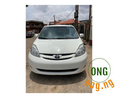Toyota sienna for sale 08142433995