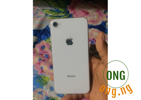 iPhone 8 64GB silver (negotiable)