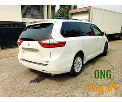 Toyota sienna 2013 model