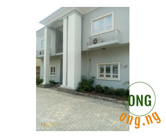 5 BEDROOMS DETACHED HOUSE + BQ +FITTED KITCHEN + CCTV CAMERA